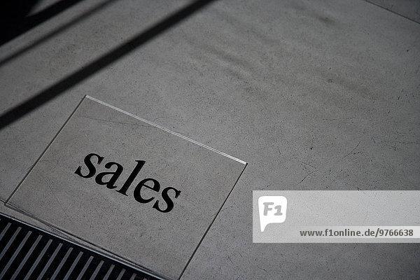 Wort Sales auf dem Boden