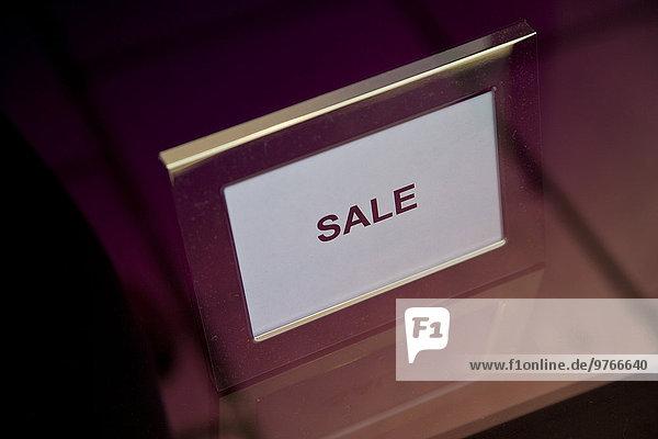 Schild mit dem Wort Sale