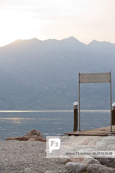 Bootssteg am Gardasee  Italien