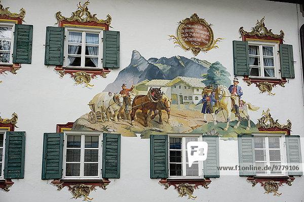Europa Gebäude Wahrzeichen streichen streicht streichend anstreichen anstreichend Bayern Deutschland Oberammergau