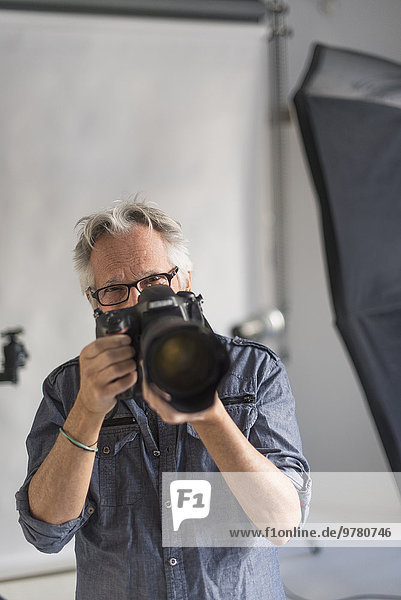 Portrait nehmen Fotograf schießen Studioaufnahme