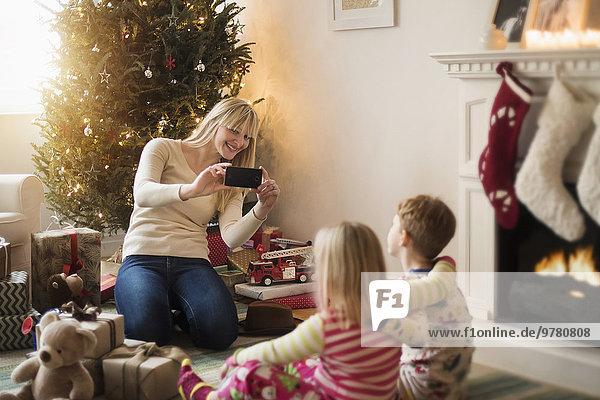 Geburtstagsgeschenk aufmachen 4 nehmen Weihnachten 5 Fotografie Mutter - Mensch 6 7 sieben