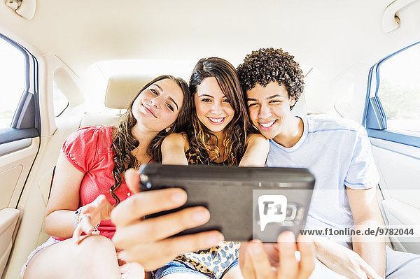 Jugendlicher Mensch nehmen Menschen Auto jung