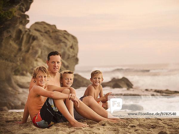 sitzend Strand Sohn 3 6 7 sieben