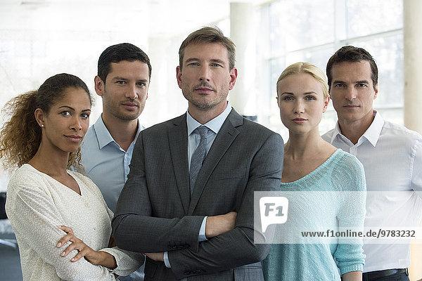 Manager und sein Team von Fachleuten  Porträt