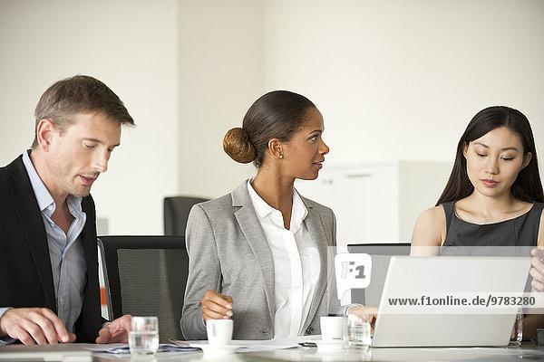 Führungskräfte im Meeting