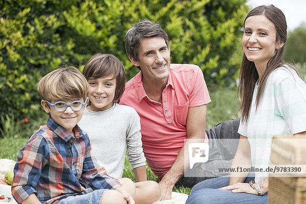 Familie im Park zusammen  Portrait