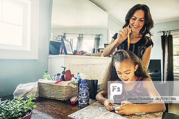 Küche Haarkamm Tochter Tisch Mutter - Mensch Haar