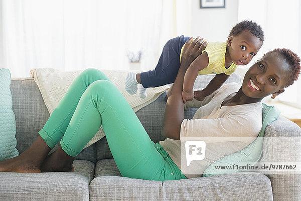 Couch Sohn schwarz Mutter - Mensch spielen