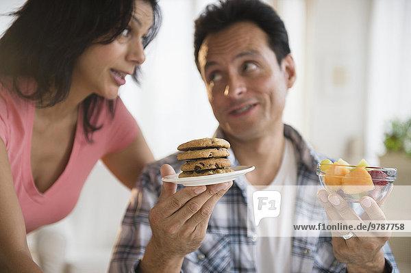 zwischen inmitten mitten Mittagspause Pause Gesundheit auswählen ungesund