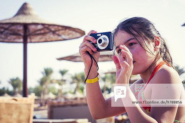 Außenaufnahme Europäer fotografieren Mädchen freie Natur
