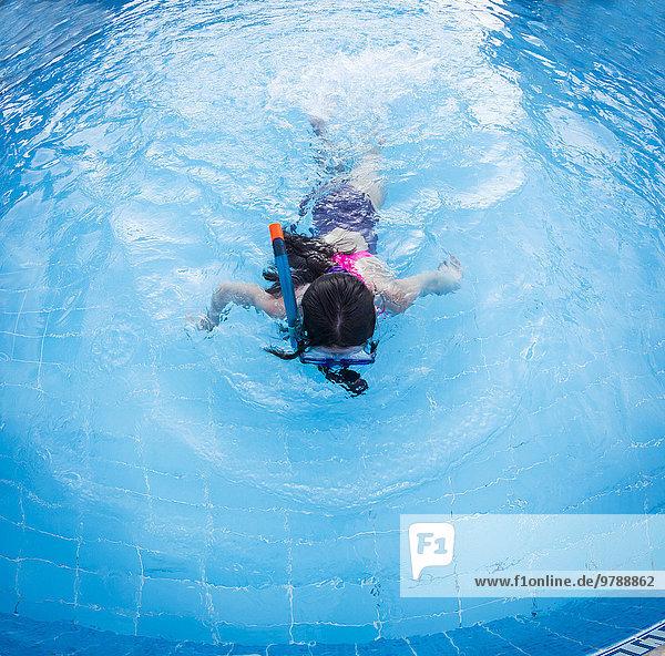 Europäer schnorcheln Schwimmbad Mädchen