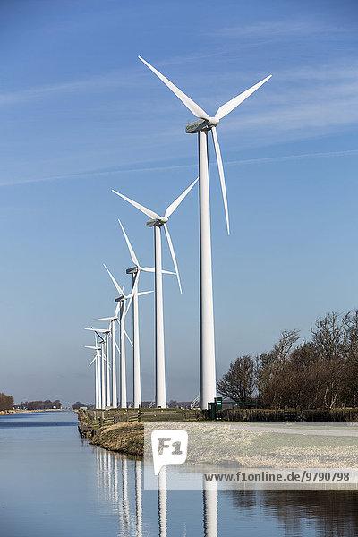 Windkraftanlagen  Windpark am Nordhollandsch Kanaal  Burgervlotbrug  Nordholland  Niederlande  Europa