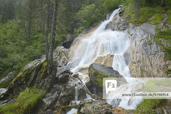 Wasserfall Kesselfall bei Hintertux am Wasserfallweg  Tuxer Tal  Zillertaler Alpen  Tirol  Österreich  Europa