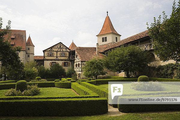 Burg Harburg mit Schlossgarten  Harburg  Schwaben  Bayern  Deutschland  Europa