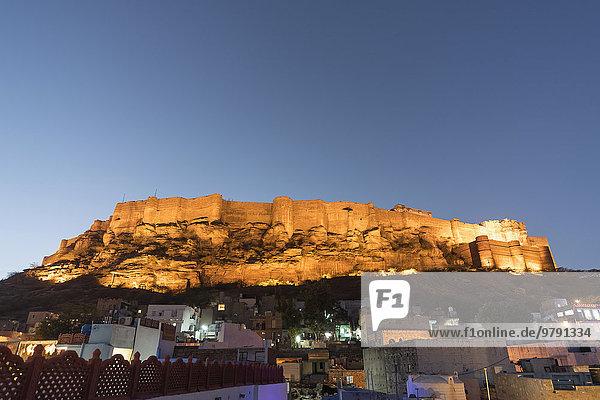 Mehrangarh-Festung bei Nacht  Jodhpur  Rajasthan  Indien  Asien