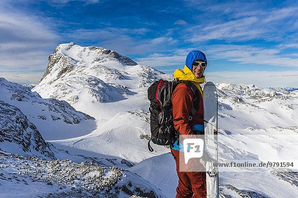 Skibergsteiger vor dem Gipfel des Hochkönig  2.941m  Berchtesgadener Alpen  Österreich  Europa