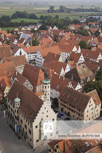 Überblick über die Dächer der mittelalterlichen Stadt  Nördlingen  Bayern  Deutschland  Europa
