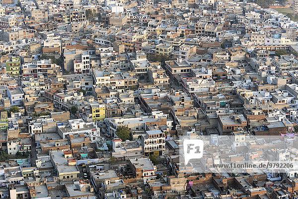 Überblick über die Altstadt von Jaipur  vom Madhavendra Palast  Rajasthan  Indien  Asien