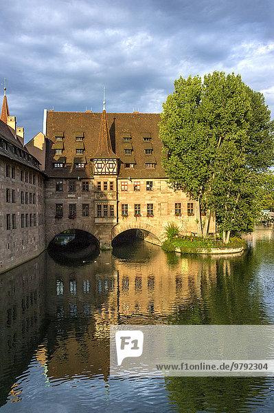 Heilig Geist Spital  Fluss Pegnitz  Nürnberg  Mittelfranken  Franken  Bayern  Deutschland  Europa