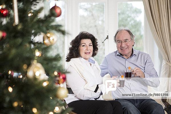 Senior Senioren Weihnachtsbaum Tannenbaum trinken