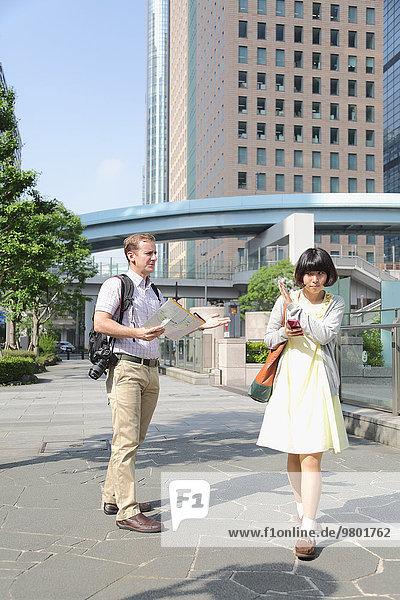 Eskapismus fragen Tourist jung Mädchen Hilfe japanisch
