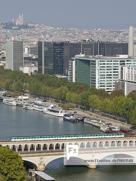 Paris Hauptstadt Fluss Kai Seine Containerschiff nebeneinander neben Seite an Seite