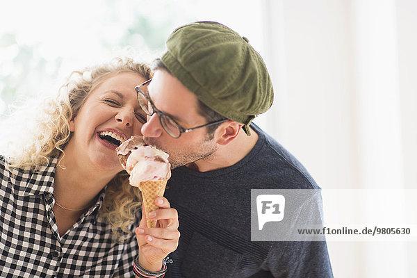 Zusammenhalt Eis essen essend isst Sahne Zusammenhalt,Eis,essen,essend,isst,Sahne