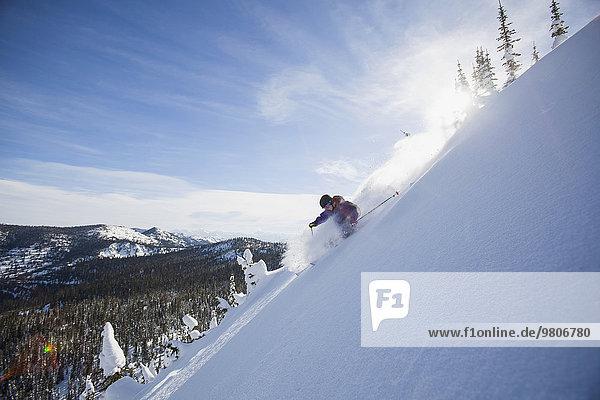 Berg Mann Schneedecke Skisport Ansicht jung