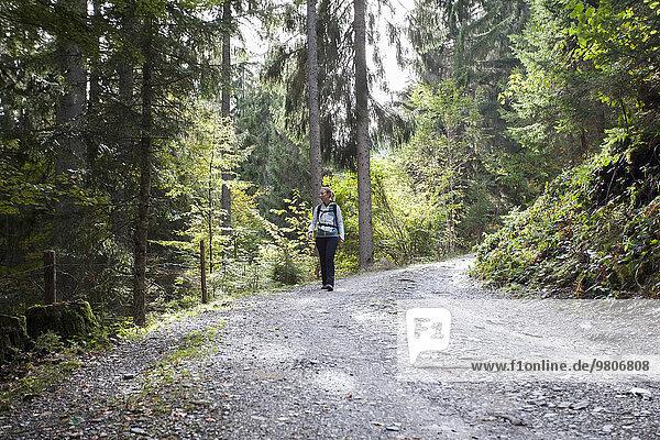 Frau Wald wandern