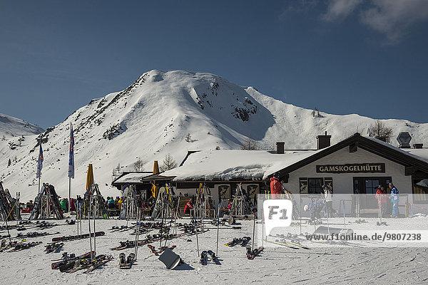 Gamskogelhütte mit Gamskogel  Skigebiet  Zauchenseee  Flachauwinkel  Pongau  Salzburger Land  Österreich  Europa