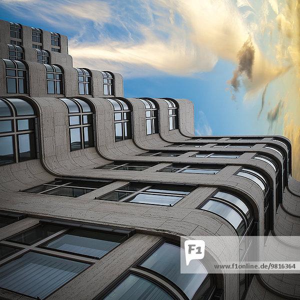 Deutschland  Berlin  Fassade Shell-Haus  Montage