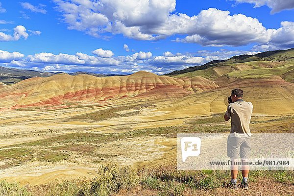 USA  Oregon  John Day Fossil Beds National Monument  Touristenfotografie Painted Hills