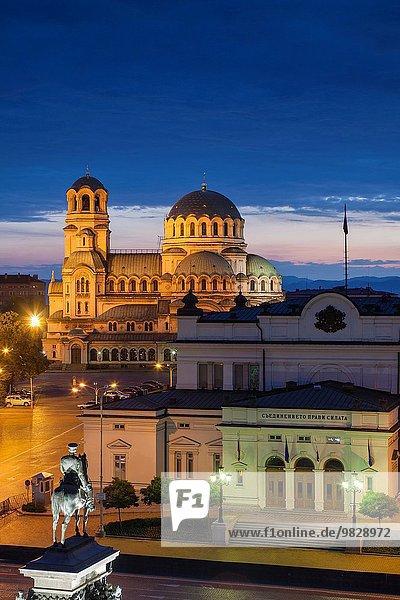 Sofia Hauptstadt Erhöhte Ansicht Aufsicht Morgendämmerung Kathedrale Quadrat Quadrate quadratisch quadratisches quadratischer Statue Bulgarien russisch