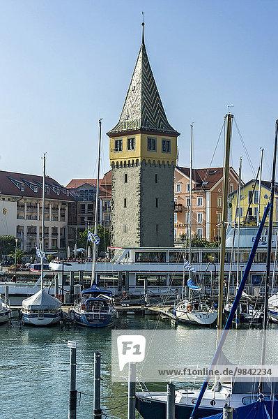 Segelboote  alter Leuchtturm  Mangturm oder Mangenturm  Hafen  Bodensee  Lindau  Schwaben  Bayern  Deutschland  Europa