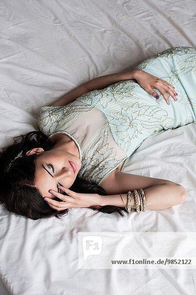 junge Frau junge Frauen Depression Bett