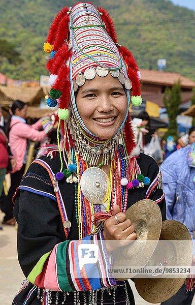 Frau tanzen jung Festival Neujahrstag Thailand