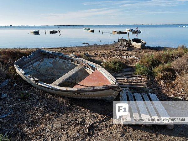 Landschaft klein Boot angeln Flussdelta Delta Bucht Katalonien Spanien Tarragona Provinz