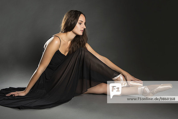 Junge Frau im Ballettkleid