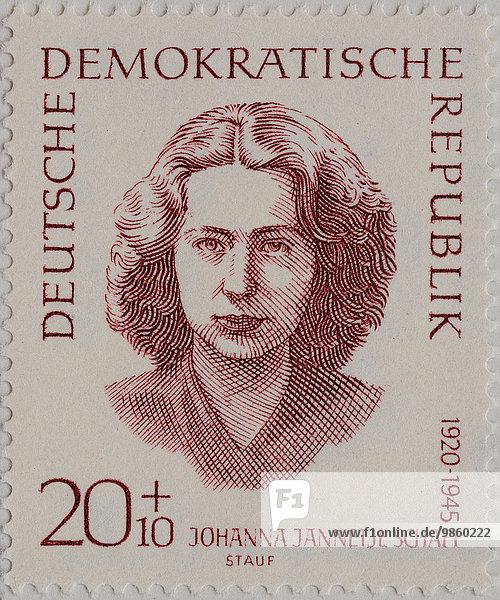 Johanna Jannetje Schaft  eine niederländische Politikerin  1945 von den Nationalsozialisten getötet  Porträt auf einer Briefmarke der DDR von 1962
