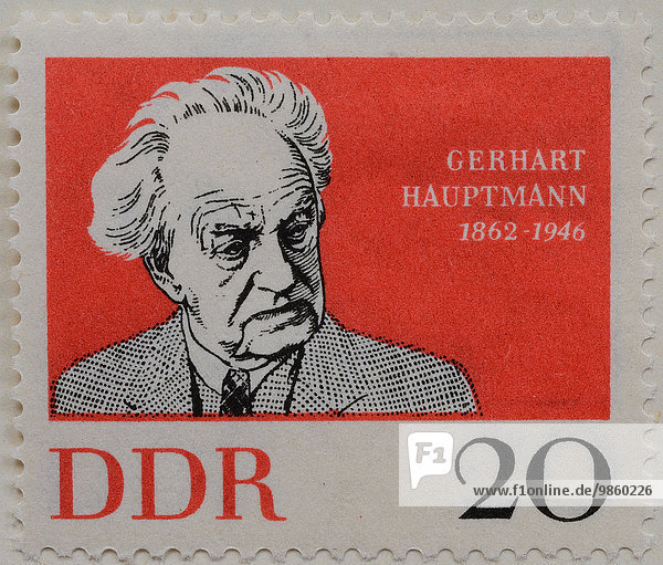 Gerhart Hauptmann  ein deutscher Schriftsteller  Dramatiker und Nobelpreisträger  Porträt auf einer Briefmarke der DDR von 1962