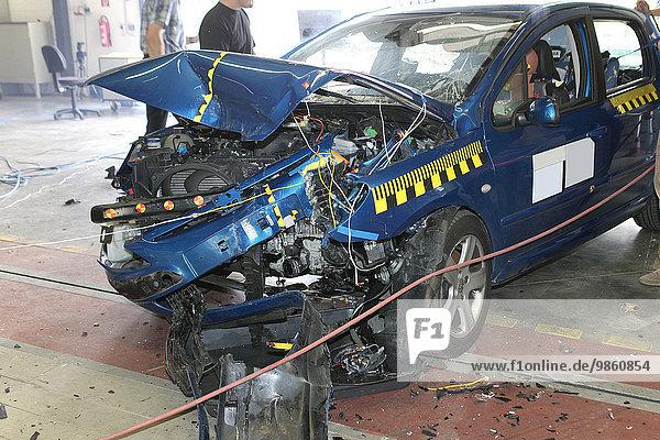 Pkw-Crashtest  Bensberg  Bergisch Gladbach  Nordrhein-Westfalen  Deutschland  Europa