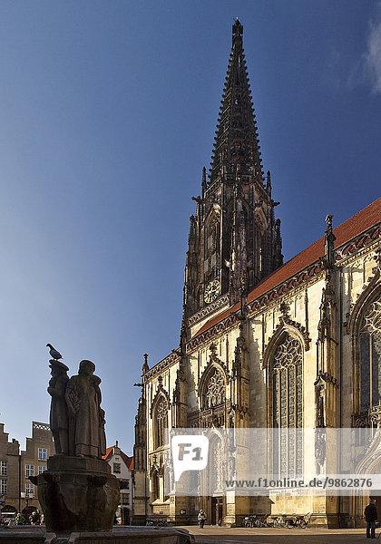 Lamberti Church with Lamberti Fountain  Münster  North Rhine-Westphalia  Germany  Europe
