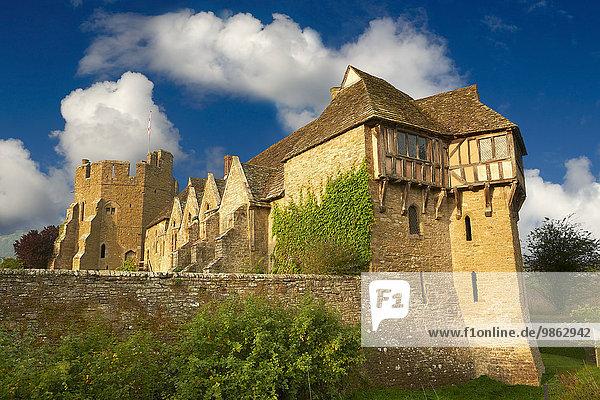 Stokesay Castle  Fachwerknordturm  erbaut 1280  das beste mittelalterliche befestigte Herrenhaus in England  Shropshire  England  Großbritannien  Europa
