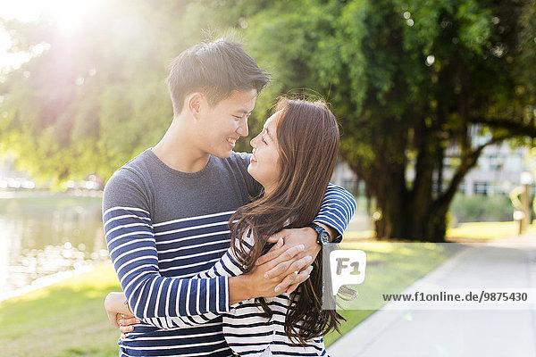 umarmen lächeln südkoreanisch