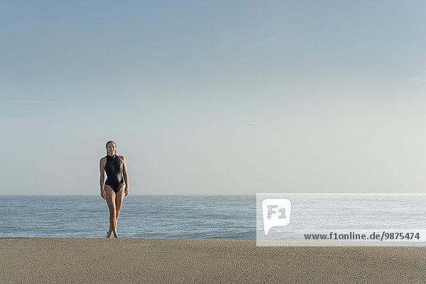 Europäer Frau Strand Badeanzug Kleidung