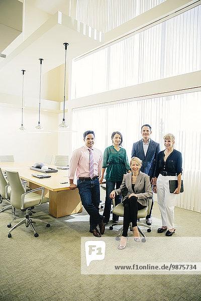 Mensch Büro Menschen lächeln Geschäftsbesprechung Besuch Treffen trifft Business