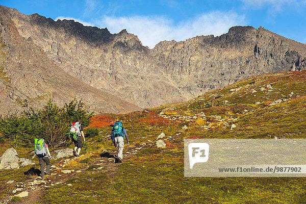 hoch oben Tag verstecken folgen See wandern Herbst 3 Süden Backpacker Alaska Ar