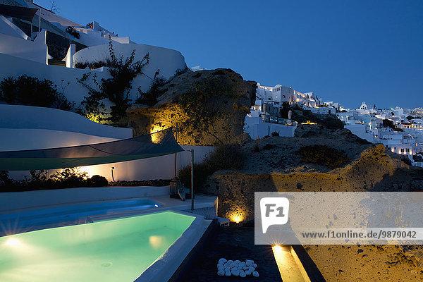 Schwimmbad Terrasse Santorin Kykladen Abenddämmerung Griechische Inseln Oia Ia