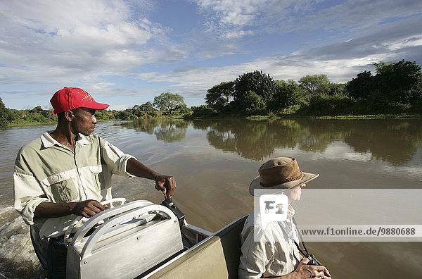 Führung Anleitung führen führt führend Ruhe fahren Tagesausflug Tourist Boot Fluss mitfahren